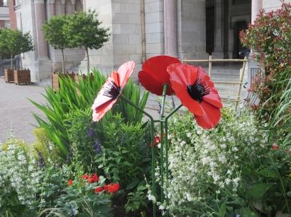Poppy sculptre